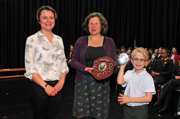 Robyn Brotherton presenting the Winners Shield to Southway school